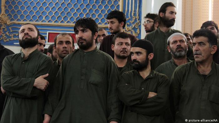 ۴ تن از متهمان در پرونده قتل فرخنده در دادگاه (۲ مه ۲۰۱۵)