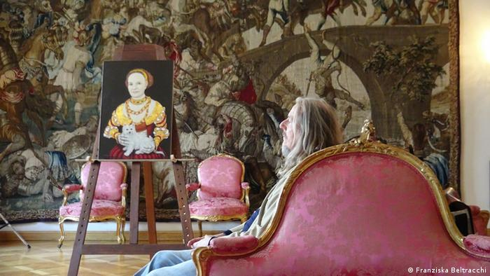 Wolfgang Beltracchi with his portrait of Gloria von Thurn und Taxis, Copyright: Franziska Beltracchi