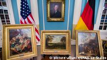 5. Mai 2015 epa04734312 Paintings taken from Germany are seen in a ceremony to mark the return of two groups of paintings missing since World War II at the US State Department in Washington, DC, USA, 05 May 2015. The five paintings will be restituted by the Monuments Men Foundation to the Federal Republic of Germany. EPA/JIM LO SCALZO