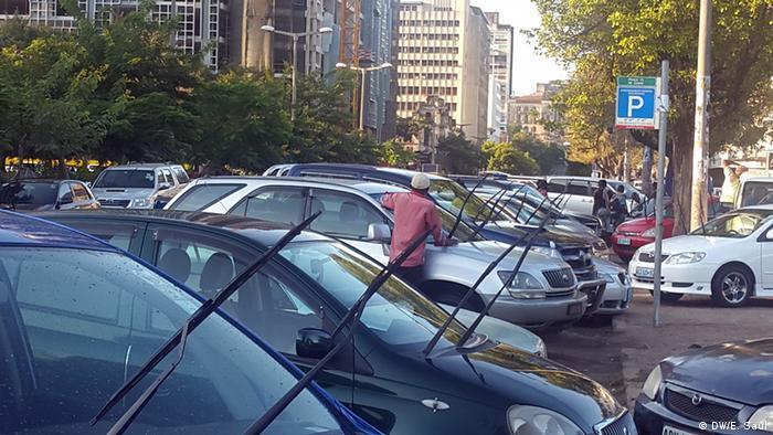 A Whasintelec, inicialmente detida pelos grupos das famílias Guebuza e Machel, e pela empresa alemã Sievers, dedica-se ao fornecimento e distribuição de chapas de matrículas para viaturas