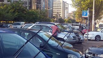 Mosambik Jugendliche waschen Autos in Maputo