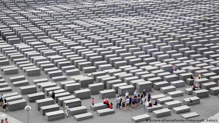 Картинки по запросу памятник холокосту в берлине