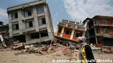 zur Nachricht - wohl eine halbe Million Häuser in Nepal zerstört oder beschädigt