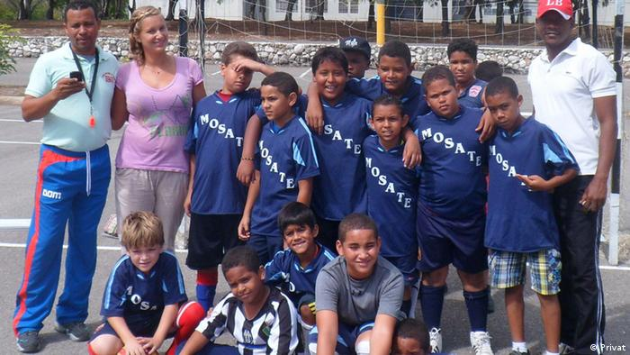 Miriam Schöps with her team of young footballers