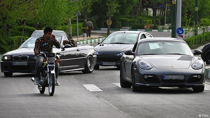 مخالفت گمرک ایران با ورود خودروهای لوکس با استناد به سخنان رهبر جمهوری اسلامی انجام گرفته