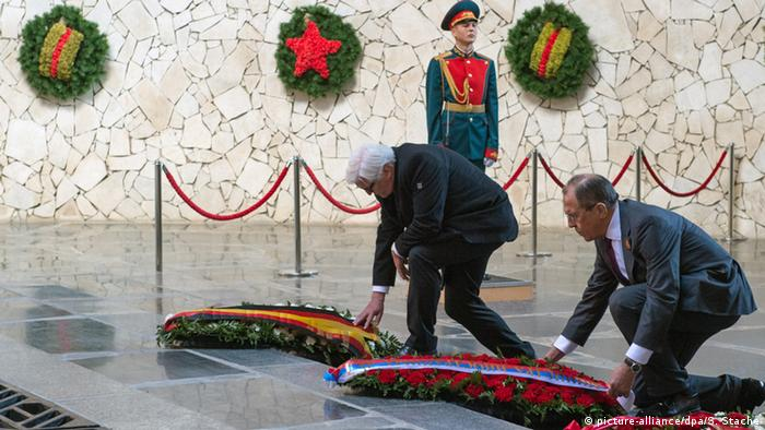 Frank-Walter Steinmeier and Sergey Lavrov lay wreaths at Volgograd.