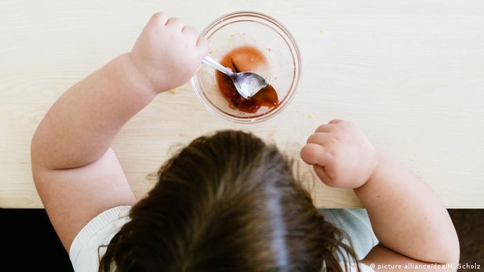 Symbolbild Übergewicht bei Kindern (picture-alliance/dpa/M. Scholz)