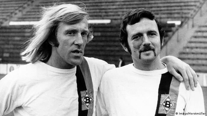 Legende Borusije: Ginter Necer (levo) i Šmuel Rosental 1970, Rozental je prvi Izraelac koji je zaigrao za neki nemački tim