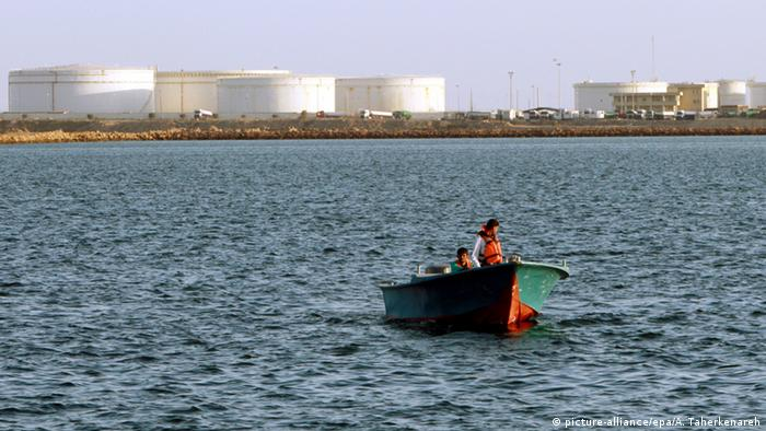 Oil tanks on shore near Iranian harbor (Photo: EPA/ABEDIN TAHERKENAREH)
