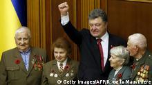Ukraine Gedenken 70 Jahre Ende des Zweiten Weltkriegs Poroschenko mit Veteranen