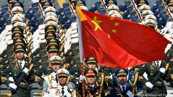 China Militärparade Soldaten (Picture-alliance/dpa/V. Pesnya)
