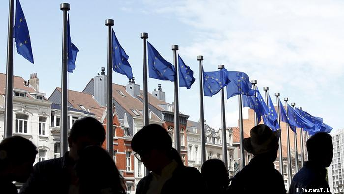 Visitors queue to enter the European Commission headquarters during the Open Doors Day of the European Institutions in Brussels, Belgium May 9, 2015 (Photo: REUTERS/Francois Lenoir)