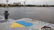 Virtuelle Assistenten 2015 Herz in Ukraine Farben am brachliegenden Hafen von Nikolaev EINSCHRÄNKUNG