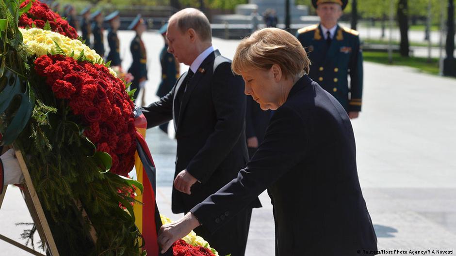 Moscú: Merkel rinde homenaje a caídos en II Guerra Mundial | DW | 10.05.2015