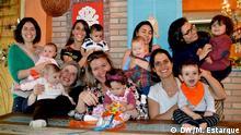 Muttertag in Brasilien. Von links nach rechts: Sandra, Fabiana, Nicolle, Anne, Carina, Stella und Luana. Bildrechte: Marina Estarque/DW
