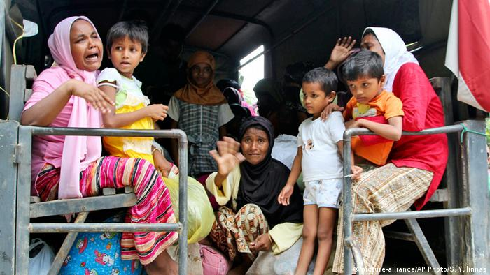Rohingya flüchten nach Indonesien (picture-alliance/AP Photo/S. Yulinnas)