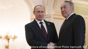 Vladimir Putin (l.) shaking hands with Nursultan Nazarbayev (r.)