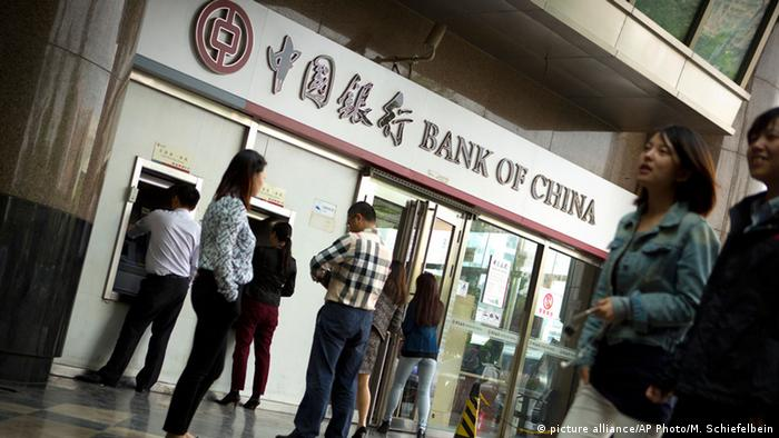 Symbolbild China Bank (picture alliance/AP Photo/M. Schiefelbein)