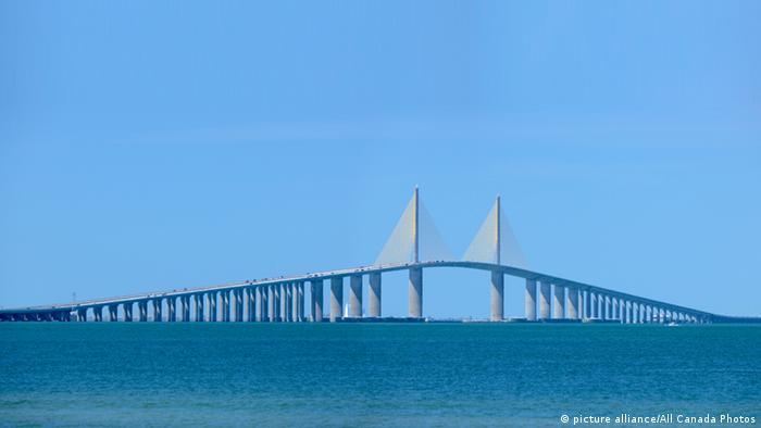 Мост Sunshine Skyway Bridge во Флориде, США, в кроектировании которого участвовал профессор Хольгер Свенссон