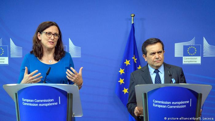 EU-Handelskommissarin Cecilia Malmström und Mexikos Wirtschaftsminister Ildefonso Guajardo (Foto: Picture-alliance/dpa/S. Lecocq)