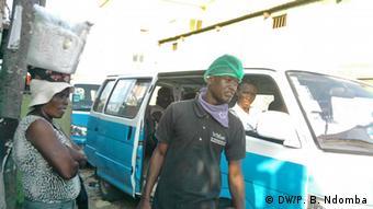 Angola Konflikt um die Fahrpreise für die Taxis