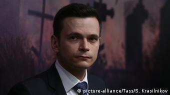 Ілля Яшин під час презентації доповіді Путін. Війна