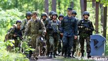 Übung amerikanischer Militär-Ausbilder mit ukrainischen Soldaten