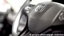ARCHIV 2014 *** epa04521039 An SRS Airbag logo is seen on the steering wheel of a Honda vehicle at the car maker headquarters' showroom in Tokyo, Japan, 09 December 2014. According to media reports, Japanese car maker Honda Motor Corp decided to expand its recall of cars equipped with defective airbags made by Takata Corp. The recall will affect around 13 million vehicles as Honda had already announced the recall of millions of cars in the United States. Honda has been a customer of Takata for 50 years and is the car maker most affected. EPA/FRANCK ROBICHON