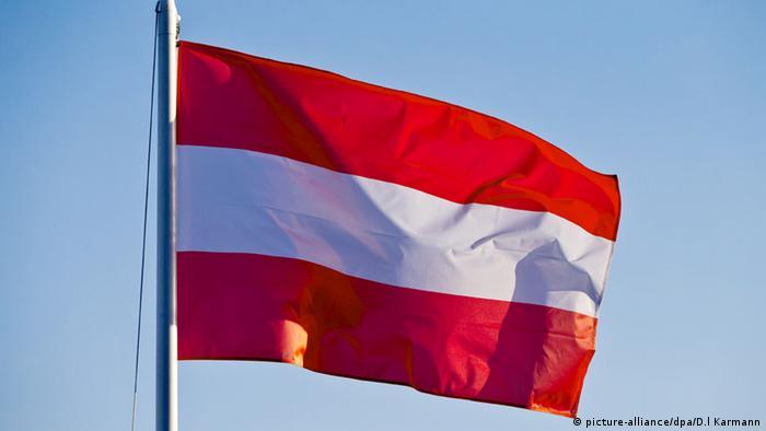 Flagge Österreich (picture-alliance/dpa/D.l Karmann)