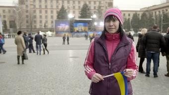 13.05.2015 DW Doku Zwischen Krieg und Frieden Nathalia Bornjakowa auf einer Veranstaltung in Dnipropetrows