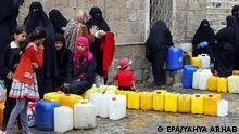 epa04740189 Yemenis wait to fill jerrycans around a clean water source amid disruption of water supplies, in Sana'a, Yemen, 09 May 2015. Many Yemenis are suffering from a lack of basic services and resources as Saudi-led coalition airstrikes continues to target positions held by the Houthis and their allies across Yemen amid a continuing blockade for a country which imports most of its food, and a rising death toll and many injuries straining and already massively overburdened health service. EPA/YAHYA ARHAB +++(c) dpa - Bildfunk+++