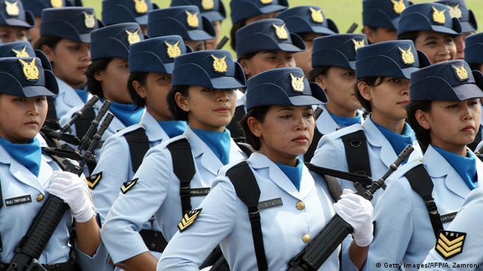 Indonesien Weibliche Soldaten
