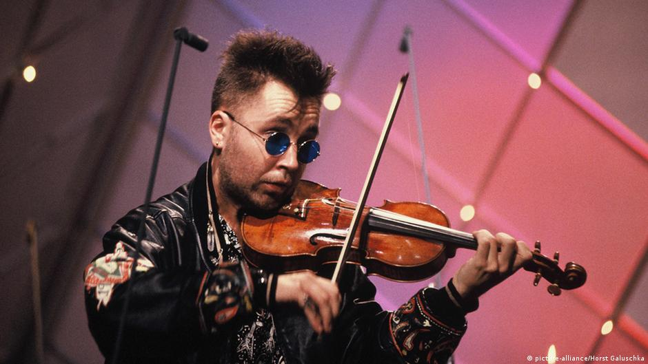 Punk violinist Nigel Kennedy brings Jimi Hendrix project to Germany