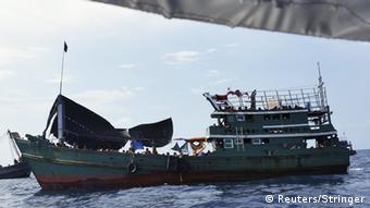 Παράλογη η ιδέα της καταστροφής των δουλεμπορικών πλοιαρίων σύμφωνα με την Neue Osnabrücker Zeitung