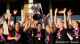 FFC Frankfurt - o clube mais bem sucedido da Alemanha levanta a taça de campeão europeu de 2015