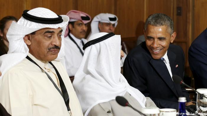 Президент США Барак Обама и эмир Кувейта шейх Сабах аль-Ахмед аль-Джабер ас-Сабах на встрече в Кэмп-Дэвиде