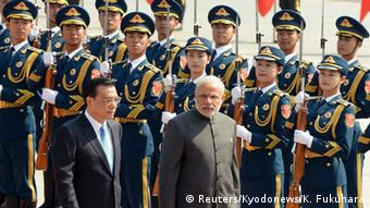Indian Prime Minister Narendra Modi (R) and Chinese Premier Li Keqiang (L) review an honor guard during a welcome ceremony outside the Great Hall of the People in Beijing, China on May 15, 2015 (Photo: REUTERS/Kenzaburo Fukuhara/Kyodonews/Pool)