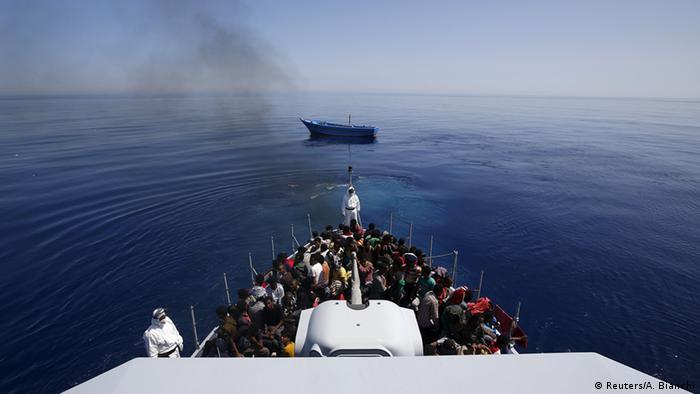 Italien Flüchtlinge gerettet vor Sizilien