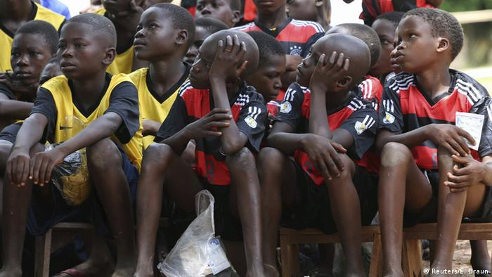 Former anti-Balaka child soldiers wait to be released under a UN-brokered deal following two years of conflict (Reuters/E. Braun)