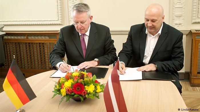 Director-General Peter Limbourg (l.) and Ivars Belte, Chairman of the Board of Latvian Television (LTV) in Riga