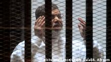 15.02.2015 +++ FILE - Ousted Egyptian President Mohammad Morsi stands in a cage in the courtroom where he is charged of spying with Qatar, in Cairo, Egypt, 15 February 2015. Morsi has been sentenced to death over a 2011 mass prison break by an Egyptian court in Cairo on May 16. 2015. EPA/NAMIR GALAL / ALMASRY ALYOUM .Politik; .Justiz; .na; .Präsident; Prozesse. Mursi; Justice; Crime_Law_and_Justice JustizCLJ; rights; judiciary; politics; POL; president