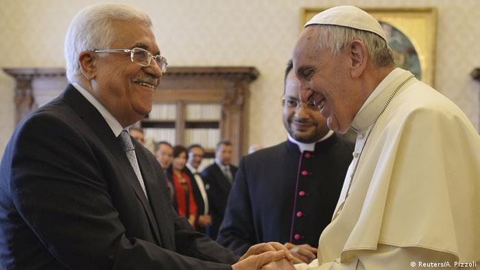 Pope Francis (R) shakes hands with Palestinian President Mahmoud Abbas during a private audience at the Vatican City, May 16, 2015.