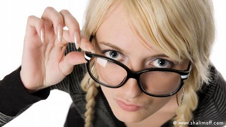 6e8018e0c أهم ما عليك مراعاته عند شراء نظارة شمسية | عالم المنوعات | DW ...