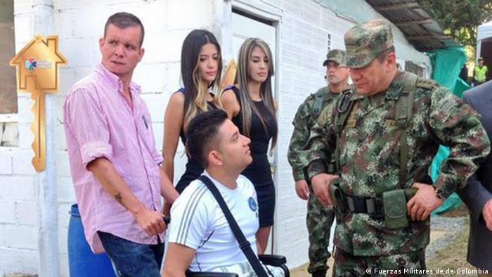 Soldado colombiano víctima de una mina antipersona mientras realizaba trabajos sociales.