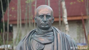 Памятник Путину в виде римского императора