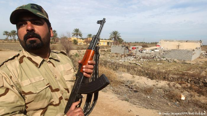 An Iraqi Shiite fighter