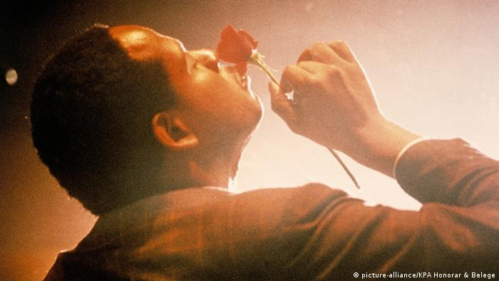 Filmstill from movie Bird, Forest Whitaker playing Charlie Parker smelling a rose