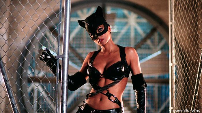 Женщина-кошка (Хэлли Берри)
