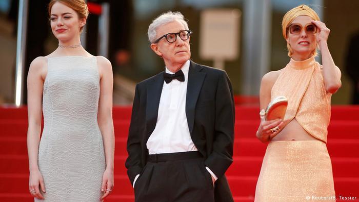 وودی آلن در مجموع ۲۳ بار نامزد دریافت جایزه اسکار شد و توانست ۴ بار آن را به دست آورد: در سال ۱۹۷۸ برای سناریو و کارگردانی فیلم آنی هال دو جایزه گرفت، در سال ۱۹۸۶ برای سناریوی فیلم هانا و خواهرانش و در سال ۲۰۱۲ برای فیلمنامه فیلم نیمه شب در پاریس. او البته هرگز در مراسم اسکار شرکت نکرده است، و جوایز را همواره دیگران از طرف او دریافت کردند. او مهمان محبوب جشنوارههای سینمایی نیز است.