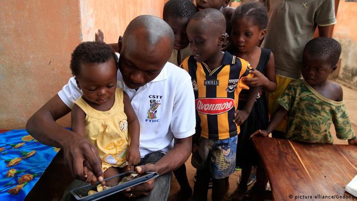 Symbolbild Afrika Medienentwicklung Digitale Medien (picture-alliance/Godong)